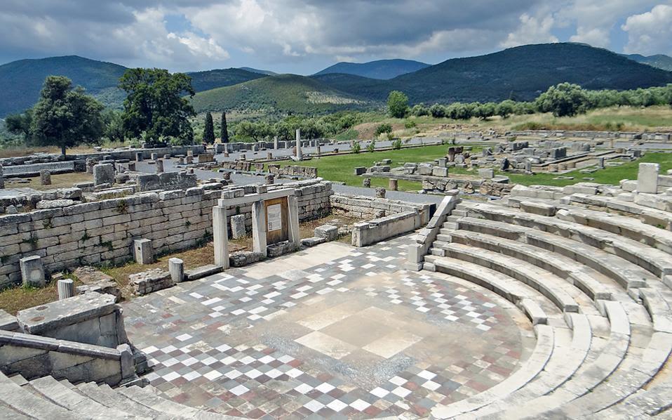 Tο Αρχαίο Θέατρο της Aρχαίας Mεσσήνης. Oλα τα έσοδα που θα συγκεντρωθούν από τα εισιτήρια της εκδήλωσης θα δοθούν υπέρ του αρχαιολογικού χώρου. (Φωτο AΠE / Παντελής Σαΐτας)