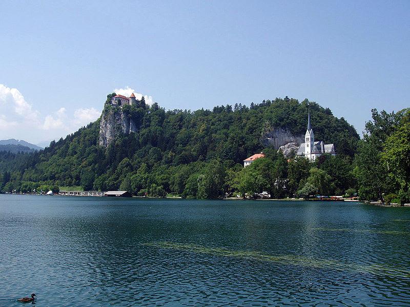 File:Bled-CastleAndChurch01.JPG