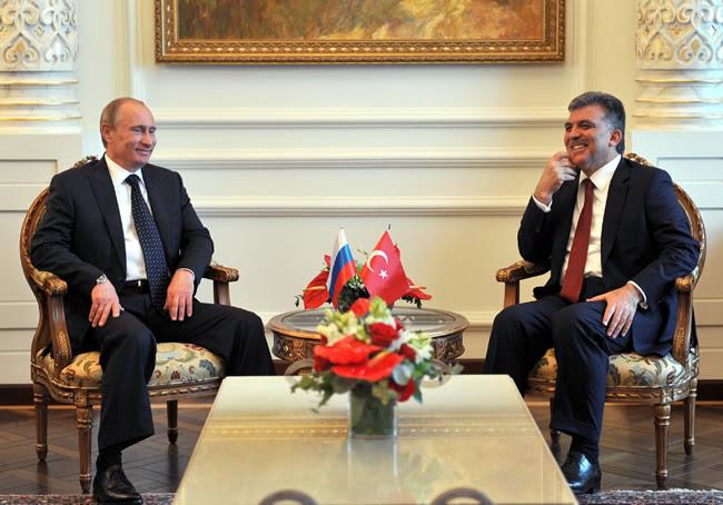 Ο Γκιουλ απειλεί τη Συρία με εισβολή, η Ρωσία υπολογίζει…