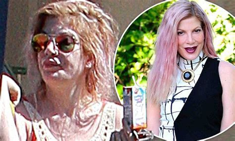 Tori Spelling emerges with lank, greasy mane after being
