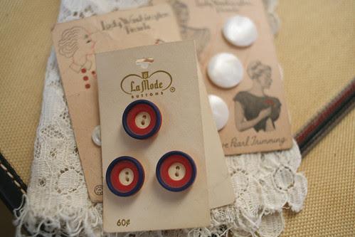 Brimfield Finds - Button Cards