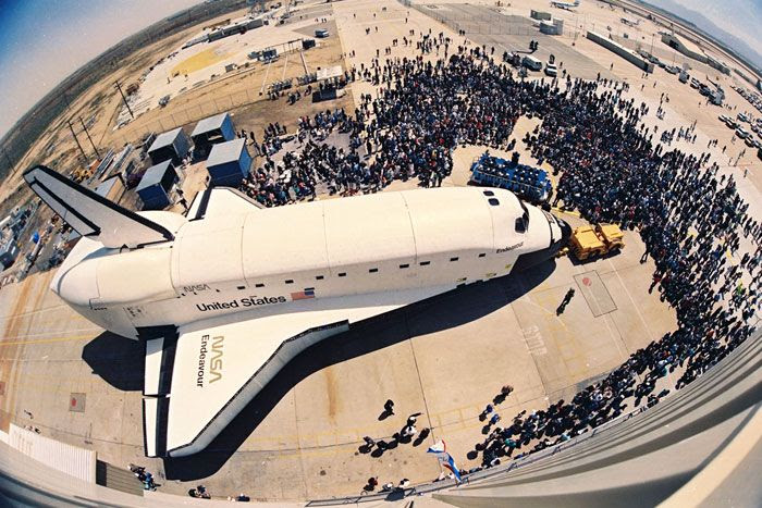 Space shuttle Endeavour is unveiled to the public in Palmdale, California, on April 25, 1991.
