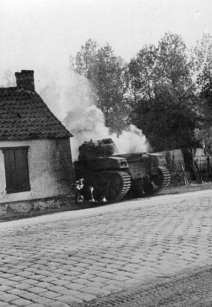 File:Bundesarchiv Bild 146-1971-040-60, Belgien, Antwerpen, belg. Pzkpfw..jpg