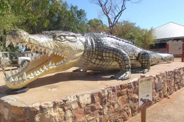 Cidade de Normanton colocou escultura para relembrar do crocodilo monstruoso (Foto: Reprodução)