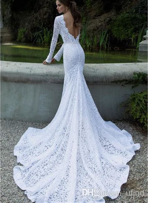 long fitted lace wedding dress with long train   Sang Maestro