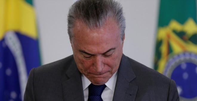 El Presidente de Brasil, Michel Tener, mira hacia abajo en una ceremonia en el palacio de Palalto, en Brasilia /REUTERS