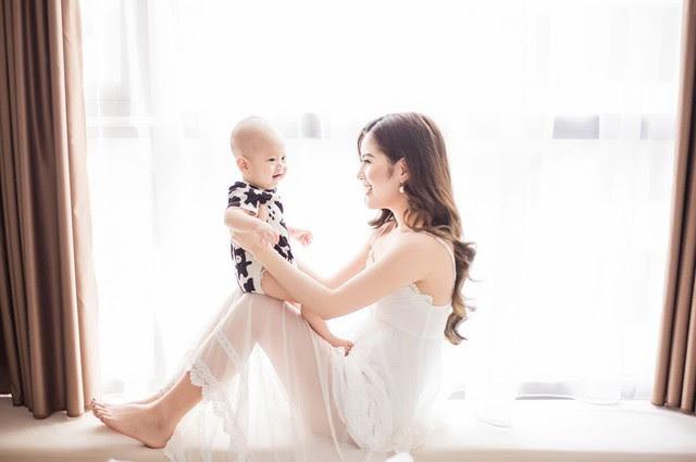 Hương Trần cập nhật hình ảnh thông báo chính thức gia nhập hội những bà mẹ đơn thân
