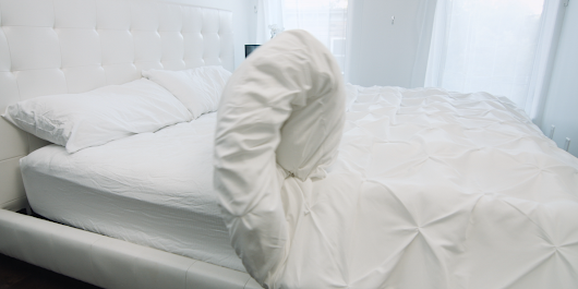 This blanket automatically makes your bed