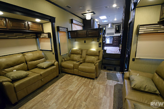 New 2018 Columbus 386FK Fifth Wheel by Palomino at RVWholesalers.com