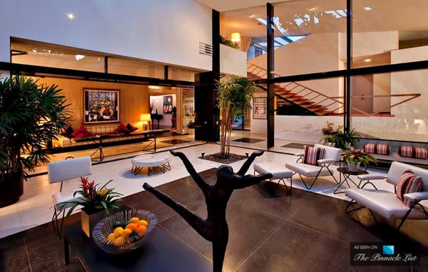 Ellen DeGeneres, a habitual collector of top properties in LA, paid quite possibly the highest price per square foot for her home in Los Angeles history.