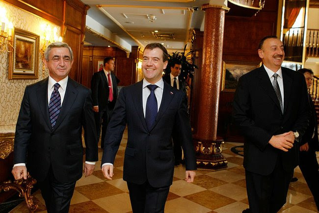 http://upload.wikimedia.org/wikipedia/commons/6/6f/Sargsyan,_Medvedev,_Aliev_1.jpeg