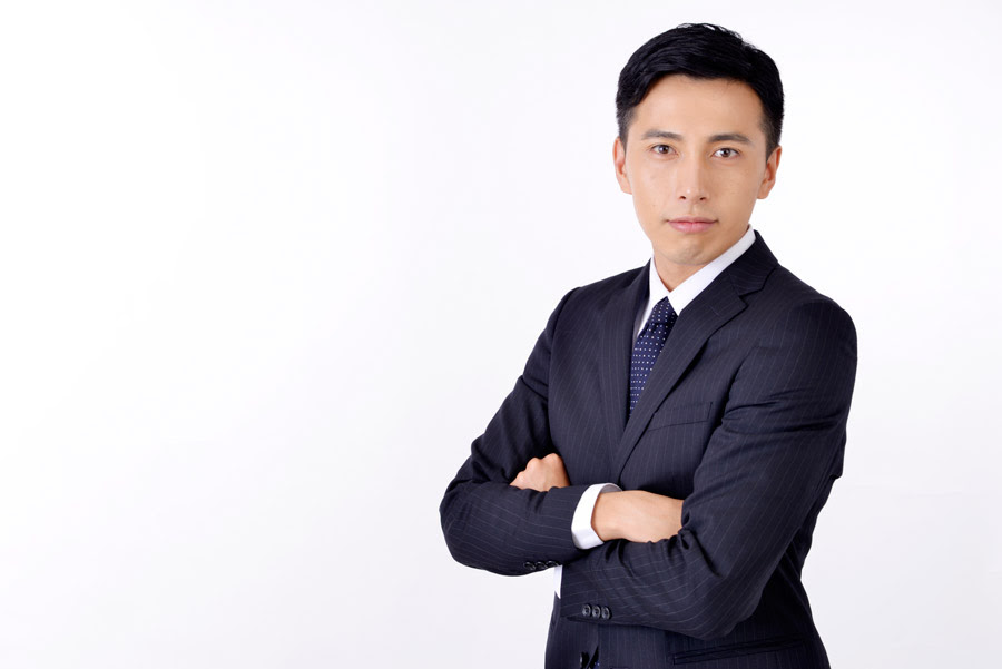 フリー写真 腕組みをしている日本のビジネスマンでアハ体験 Gahag