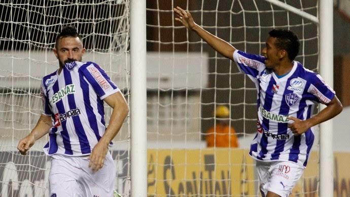 Paysandu x Atlético-GO - gol de Leandro Cearense (Foto: RAIMUNDO PACCÓ - Agência Estado)
