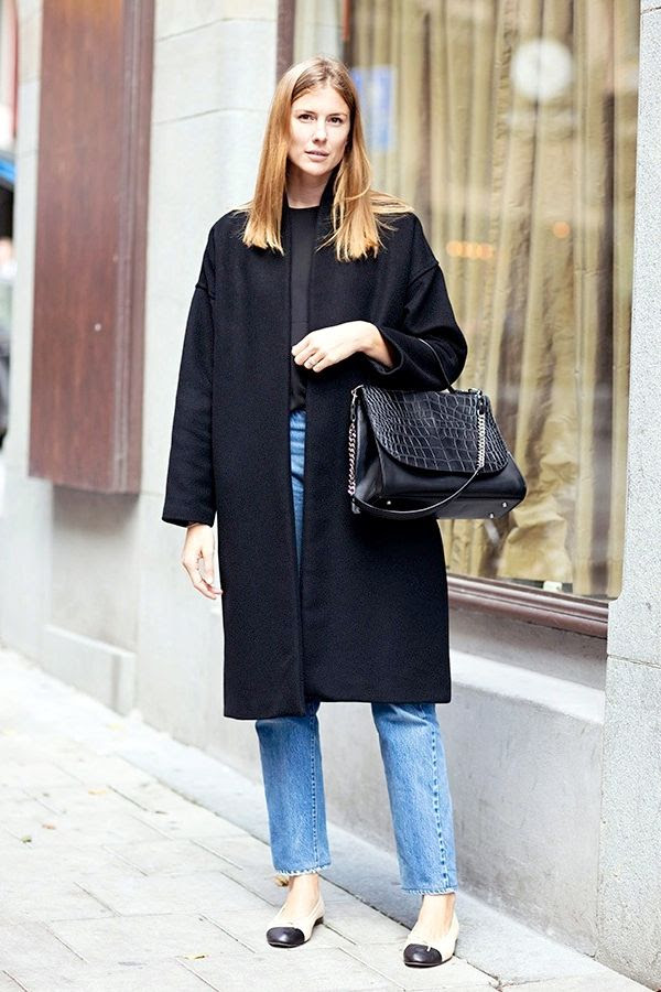 Le Fashion Blog Street Style Classic Levis Jeans Chanel Cap Toe Flats Minimal Black Coat Croc Embossed Bag Fall Style Via Carolines Mode