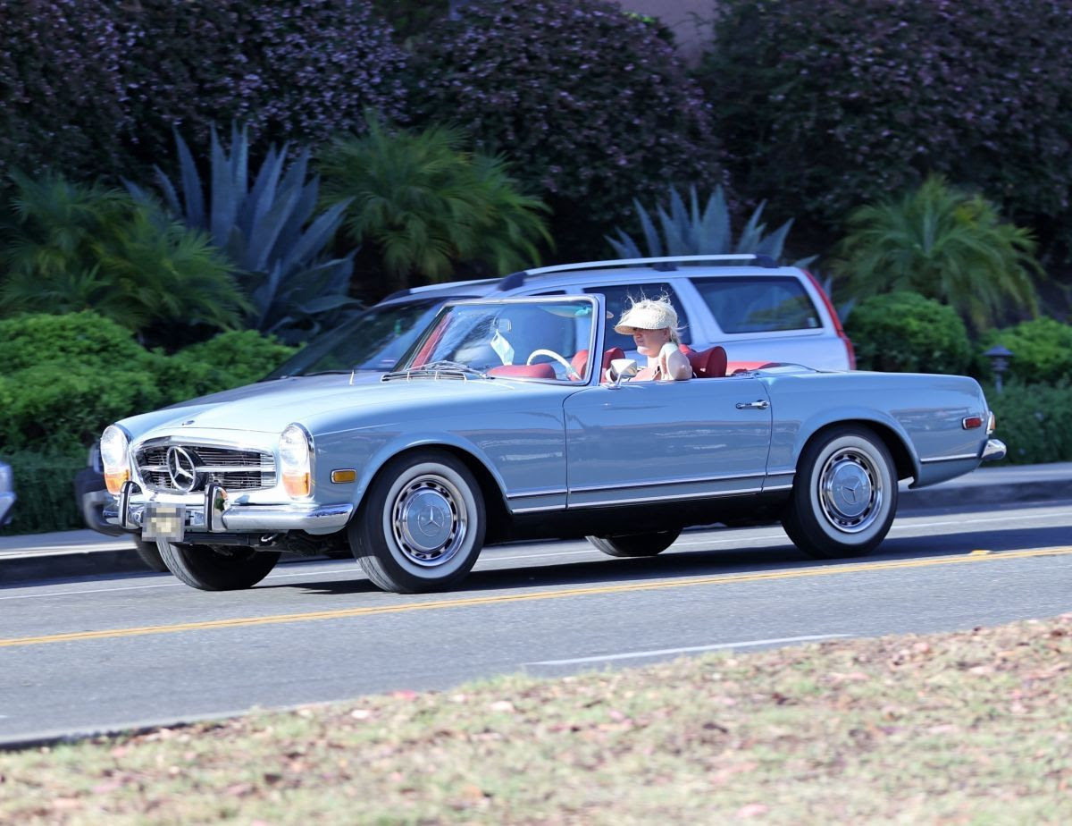 Katy Perry Driving Her Classic Mercedes Convertible in ...