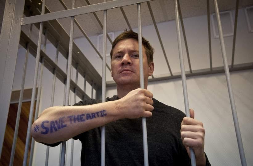 Los activistas de Greenpeace siguen en prisión