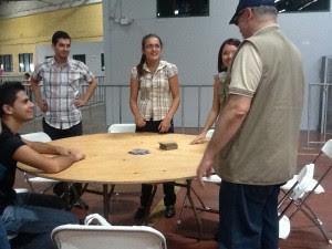 Varios de los asistentes prefirieron jugar juegos de mesa en el Festival de Sordos 2012. CRH