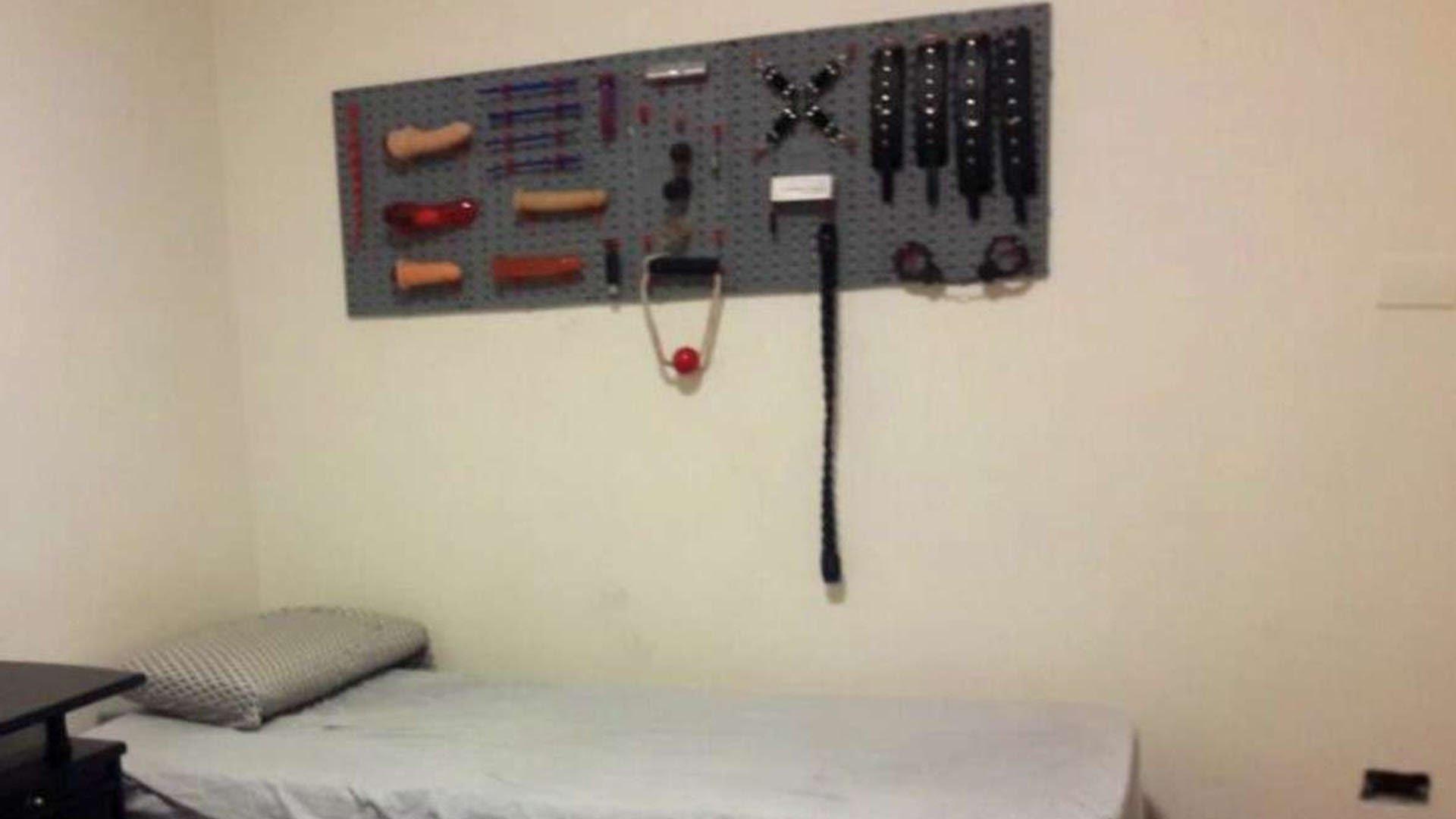 """Los """"juguetes sexuales"""" secuestrados en la casa del corredor."""
