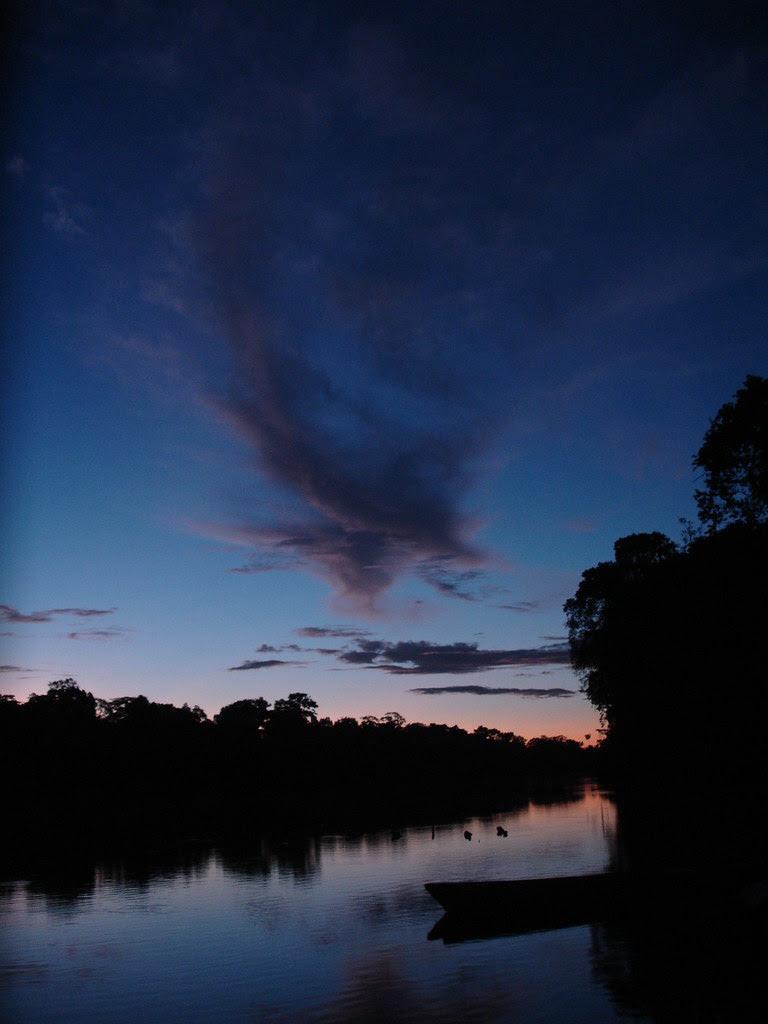 Atardecer en el rio  Amazonas , Colombia