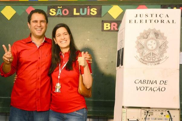 Edivaldo Holanda Júnior (PTC) e sua esposa, Camila Vasconcelos: felicidade de quem fez uma campanha limpa e honesta.