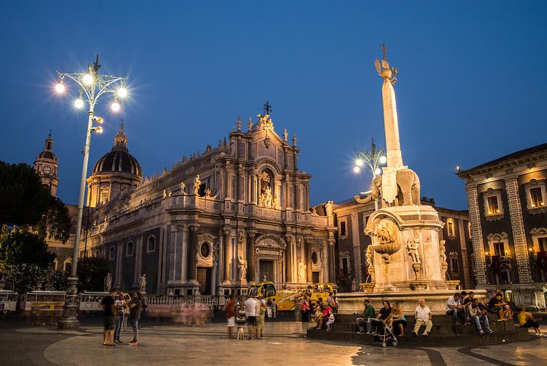 Catania anocheciendo