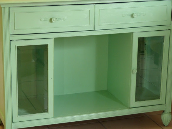 Mint wine shelf