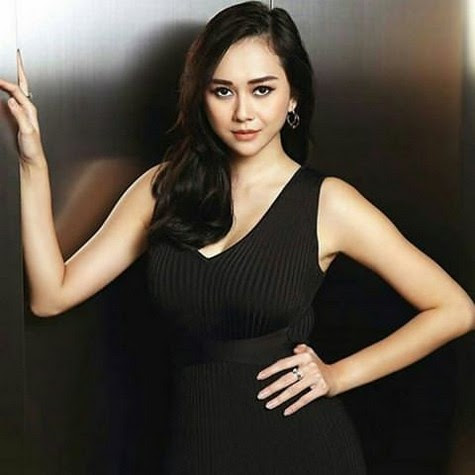 Aura Kasih Biography,Height,Wiki,Net worth,Husband,Affair ...