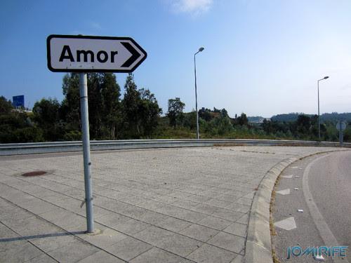 Placa de uma terra chamada Amor (6) [en] Road sign of a town called Love (Amor) in Portugal