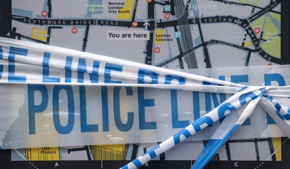 Cintas policiales en un puente de Londres.