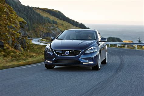 volvo   adds  drive  powertrains