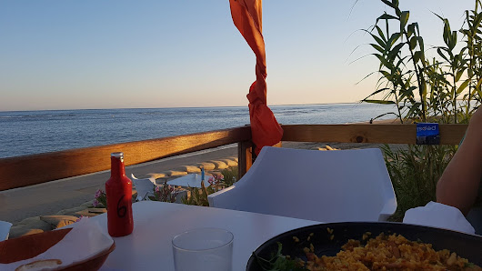 Where to eat and drink in Isla Canela - Terraces with a view - Paella Alfresco ~ Casa Chambers.