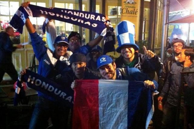"""VÍDEO: franceses e hondurenhos """"duelam"""" em bar da Capital Isadora Neumann/Agencia RBS"""