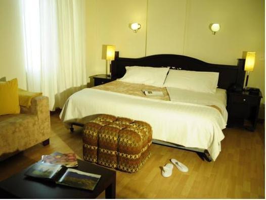 Review Hotel Bolivar Plaza