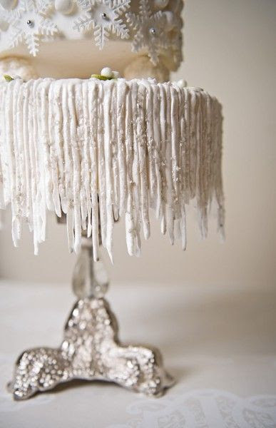 How to Make Hanging Icicles on Your Cake  DIY    Keywords: #winterweddings #jevelweddingplanning Follow Us: www.jevelweddingplanning.com  www.facebook.com/jevelweddingplanning/