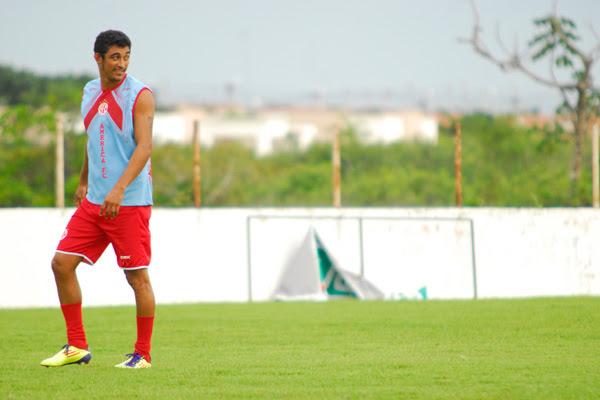 De volta à posição original no comando do ataque, Lúcio quer gols