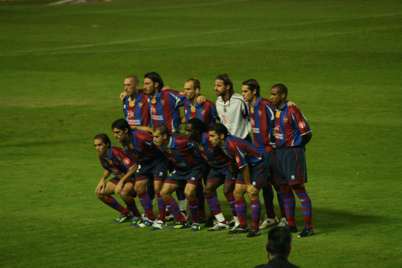 http://upload.wikimedia.org/wikipedia/commons/3/3d/The_Levante_%22team%22_(1478683417).jpg