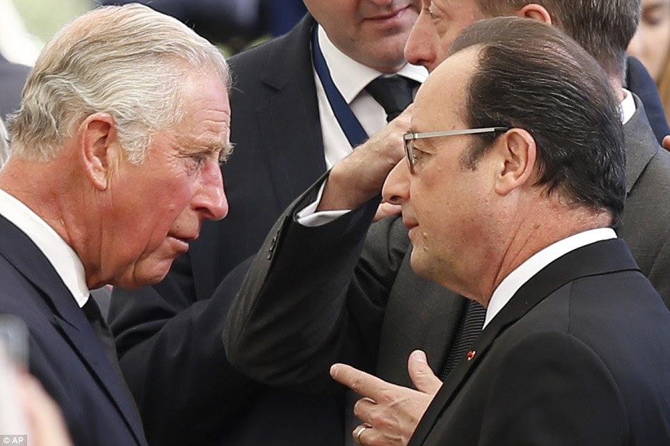 reunião anglo-francesa: Prince Charles, à esquerda, cumprimenta o presidente francês, François Hollande seriamente no início do funeral de hoje