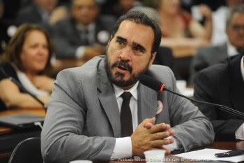 Deputado federal Amauri Teixeira (PT-BA), na época, era responsável pelas liberações dos pagamentos dentro da Secretaria de Saúde, onde ocupou cargo.