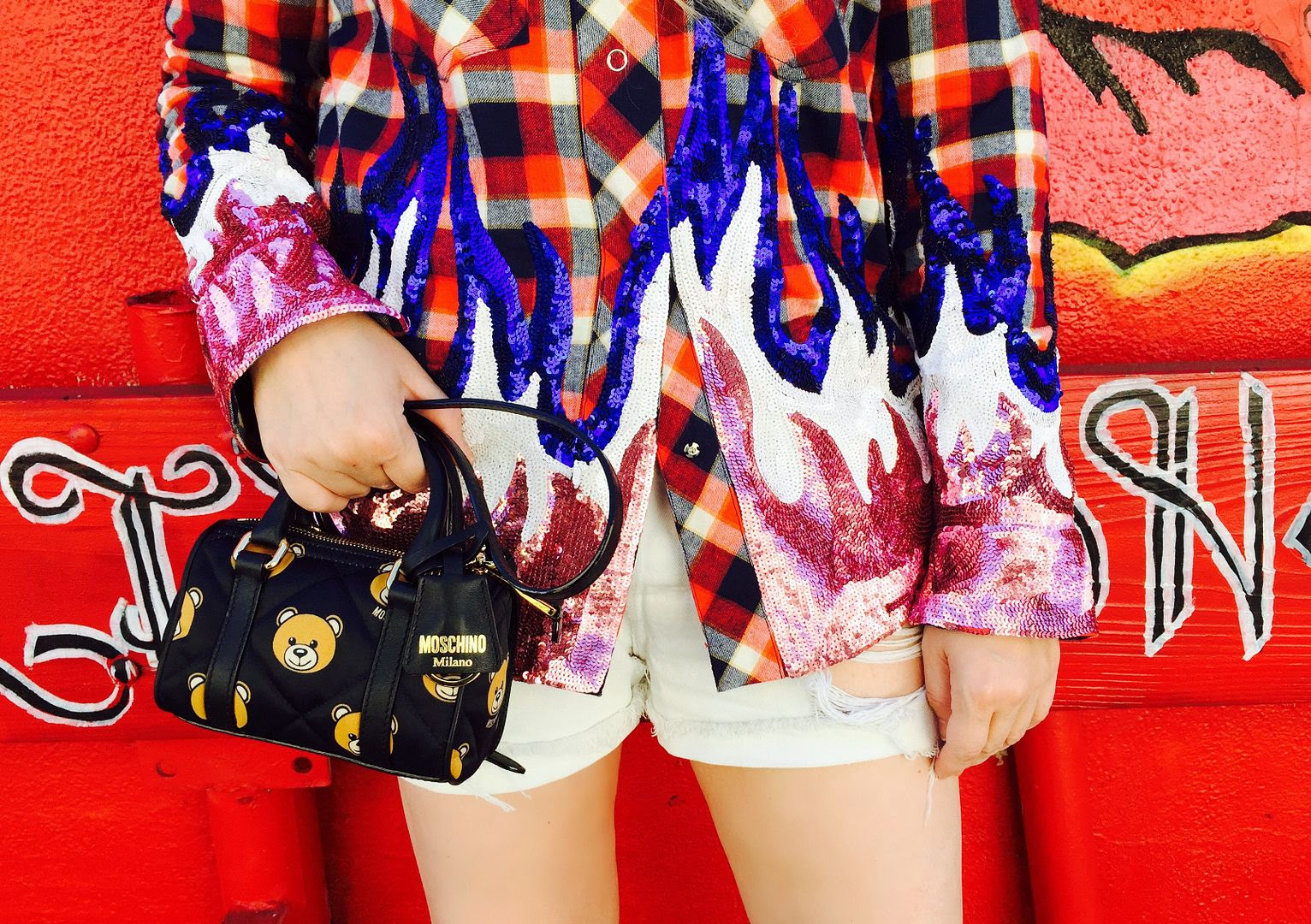 photo Fap-Filles et Papa plaid and sequin shirt and teddy bear moschino baby bag-beckermanblog_zps3mztlkrg.jpg
