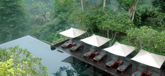 Alluring-Outdoor-Infinity-Pool ...