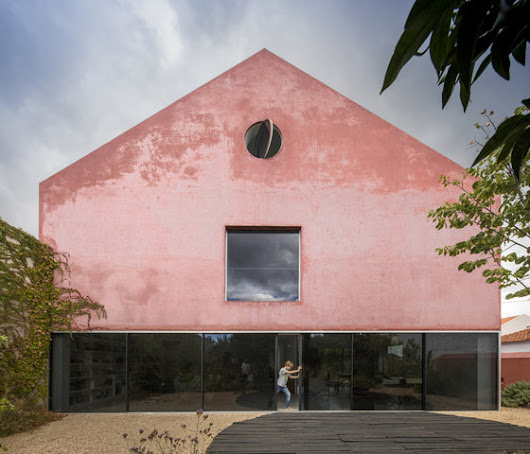 Red house by Extrastudio | Detached houses