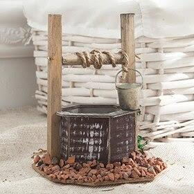 Pozo de madera con cubo de 10x13x10cm
