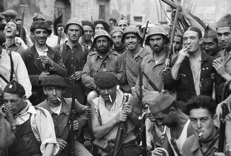 Miembros de las milicias republicanas, en Grañén (Huesca), el 12 de septiembre de 1936.