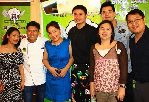 Chefs Paulo Sia, DJ Santos, Tristan Encarnacion, Foodie Caren Yrastorza with SM Hypermarket MCG team