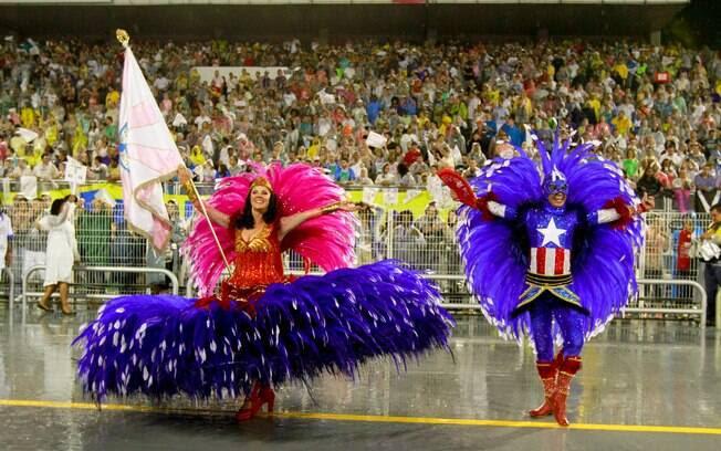Mestre-sala e porta-bandeira da Rosas de Ouro com fantasias de Capitão América e Mulher Maravilha - primeira noite de desfiles em São Paulo. Foto: Divulgação/SPTuris