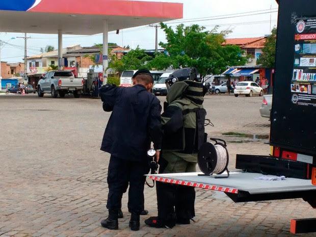 Explosivo em carro em Barra do POjuca, Bahia (Foto: Polícia Militar / Divulgação)