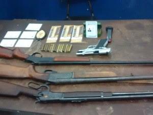 Armas do homem que se passou por policial civil em Petrolina (Foto: Paty Pinheiro/ TV Grande Rio)