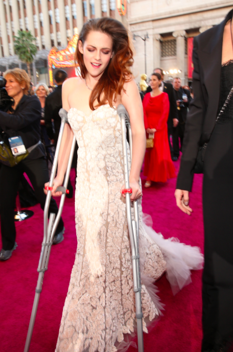photo best-despite-arriving-with-crutches-kristen-stewart-looked-beautiful-in-a-white-reem-acra-gownjpg_zps6dc1b450.png