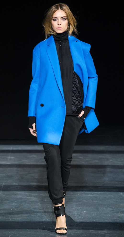 LE FASHION BLOG TIBI FALL WINTER FW 2013 COLLECTION RUNWAY NEW YORK FASHION WEEK NYFW BRIGHT BLUE COAT JACKET TURTLENECK QUILTED SWEATER TRACK JOGGING JOGGER PANTS ANKLE STRAP BLACK HEELS THUMB HOLE COOL