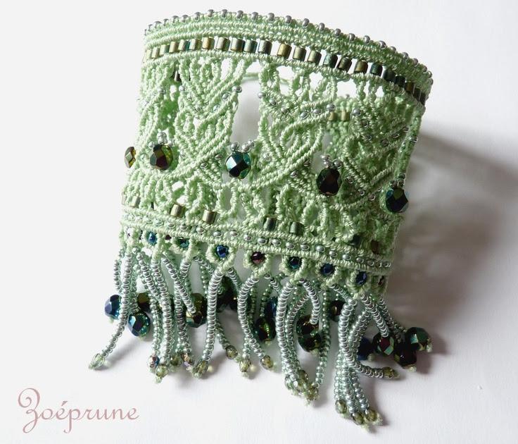 Bracelet  manchette vert pâle dentelle micro-macramé